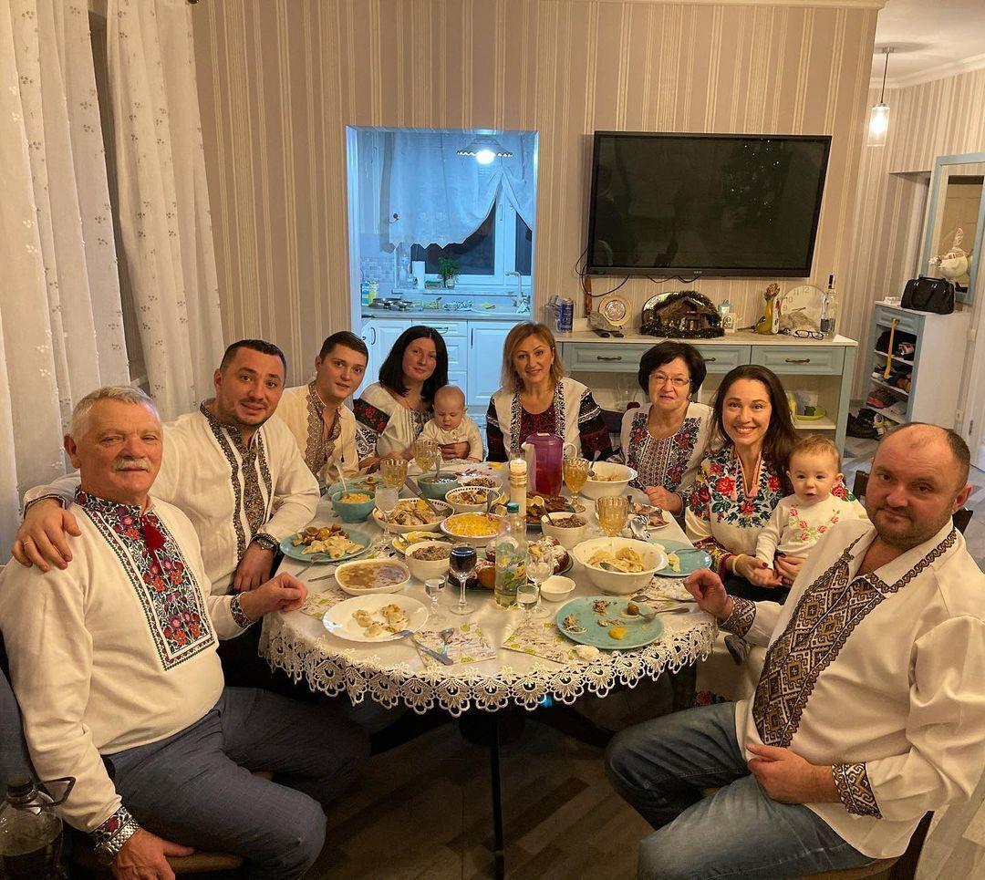 Наталка Карпа с семьей