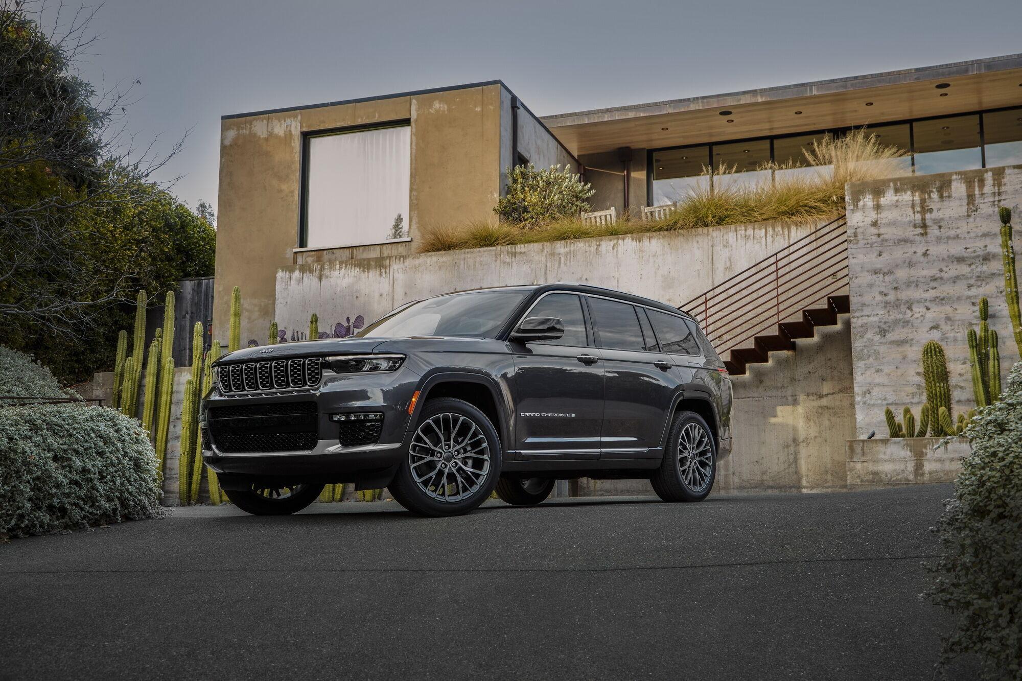 Уперше в історії моделі Grand Cherokee отримав 7-місну подовжену версію