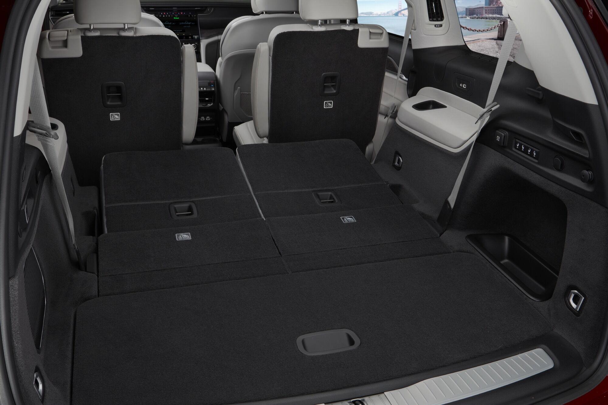 Об'єм багажника варіюється від 484 до 2396 л