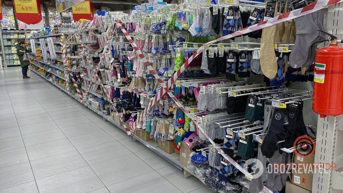 Шкарпетки продавати заборонено.
