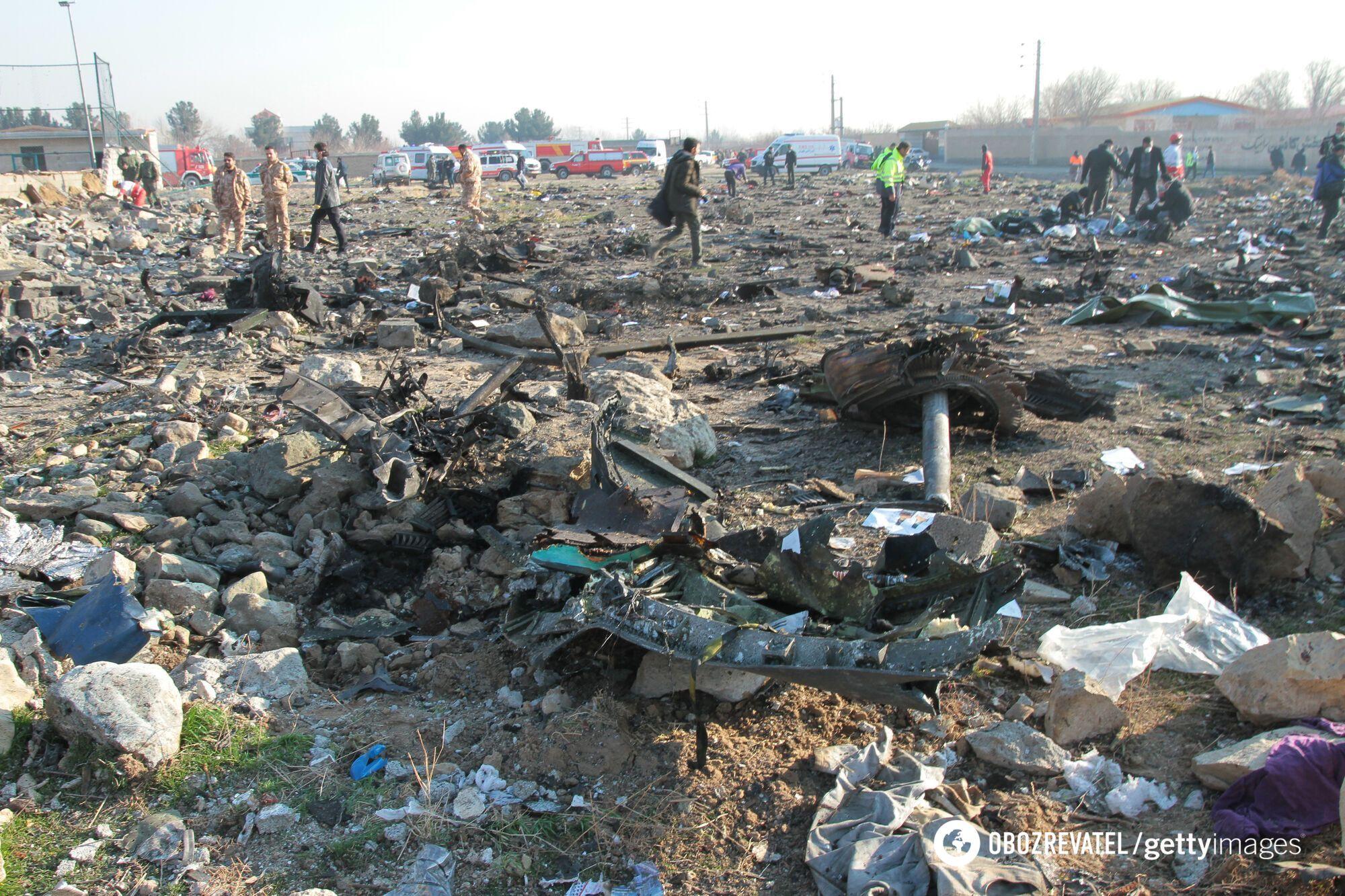 Експерти працюють на місці катастрофи українського літака авіакомпанії МАУ неподалік Тегерану
