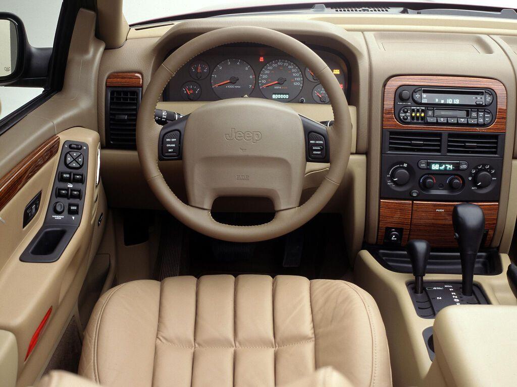 Салон Jeep Grand Cherokee WJ мав чудовий вигляд і був добре оснащений