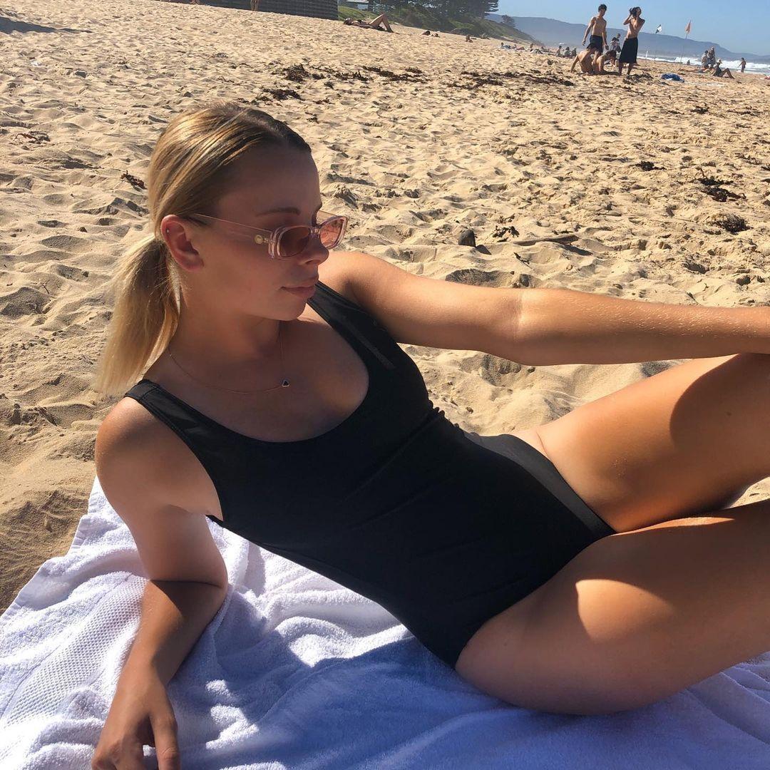 Анджеліна Граовац на пляжі