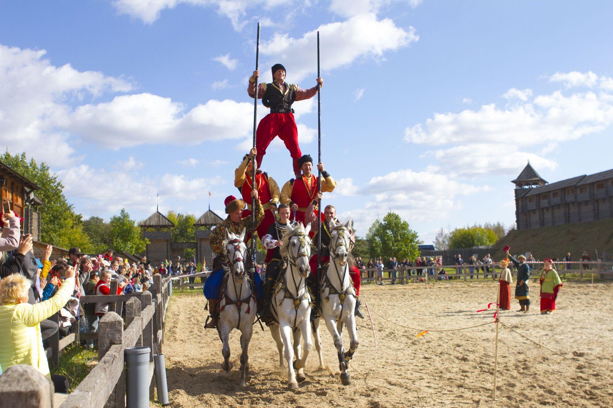 """В """"Парке Киевская Русь"""" состоялся фестиваль конно-трюкового искусства """"Кентавры"""". Фото"""