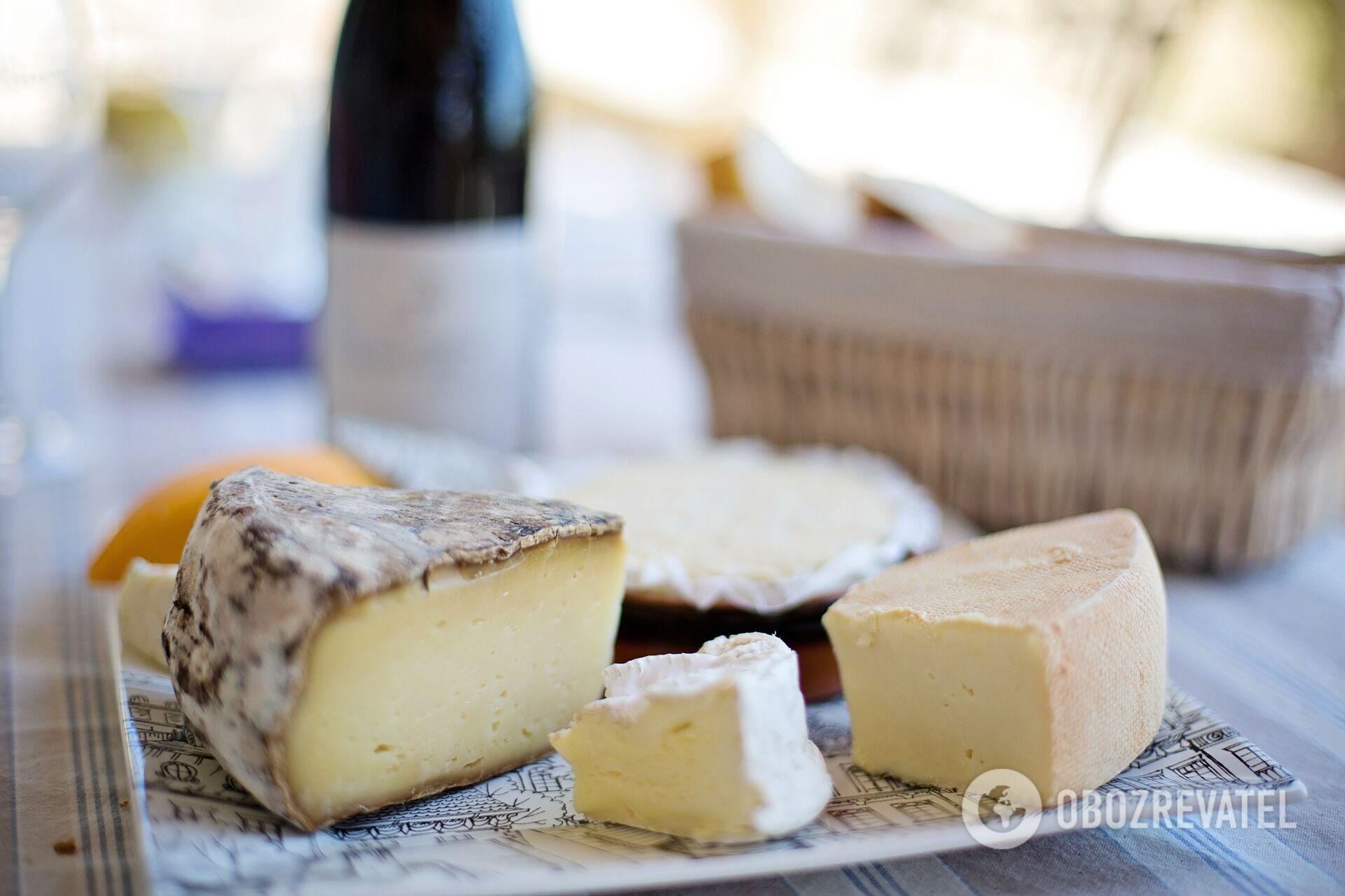 Натуральний сир можна відрізнити за смаком