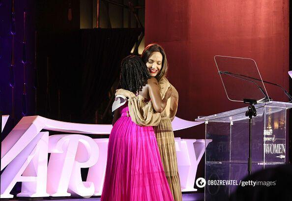 Анджеліна Джолі вручила премію.