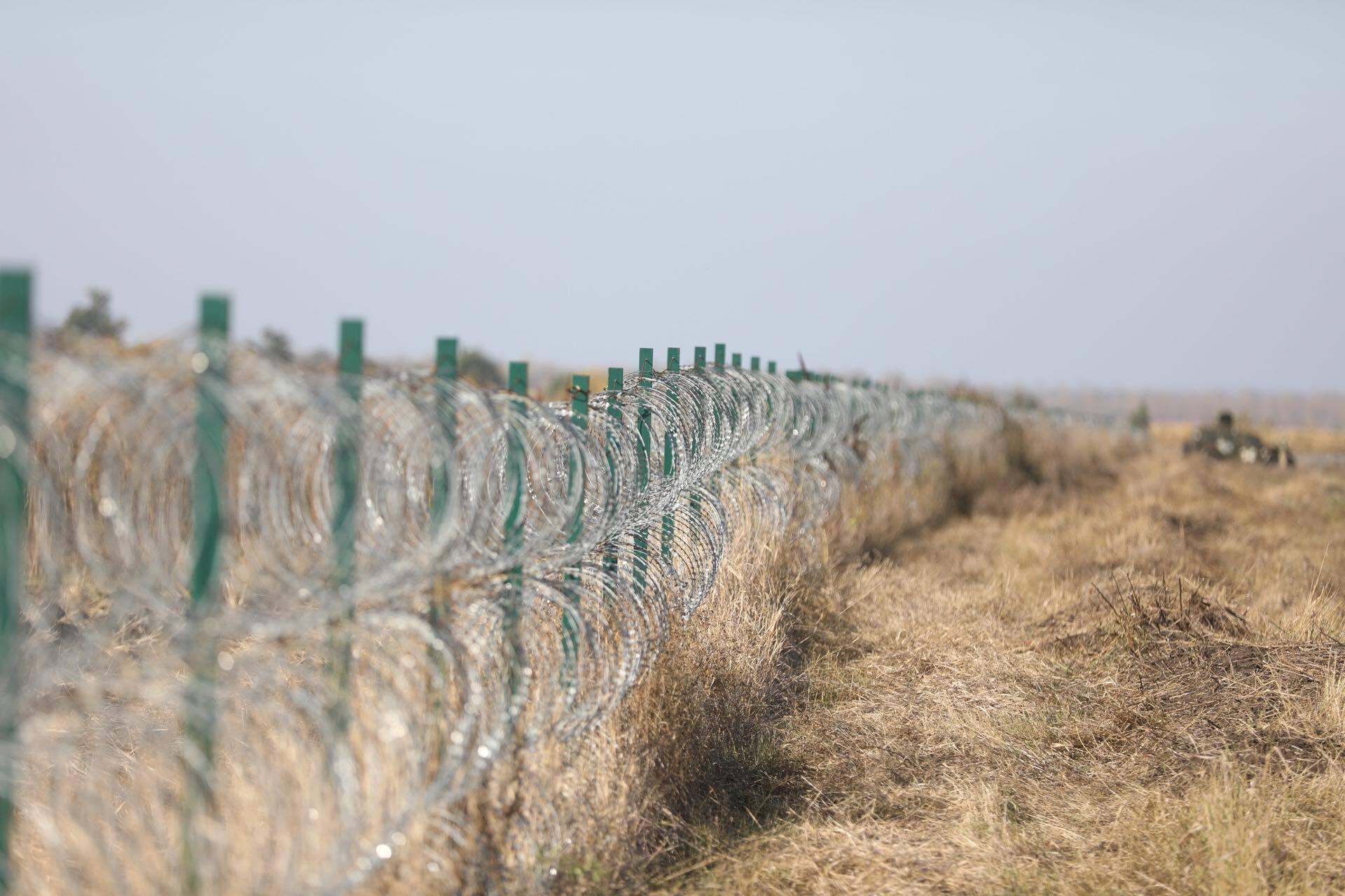 За словами Дайнеко, роботи з облаштування кордону тривають