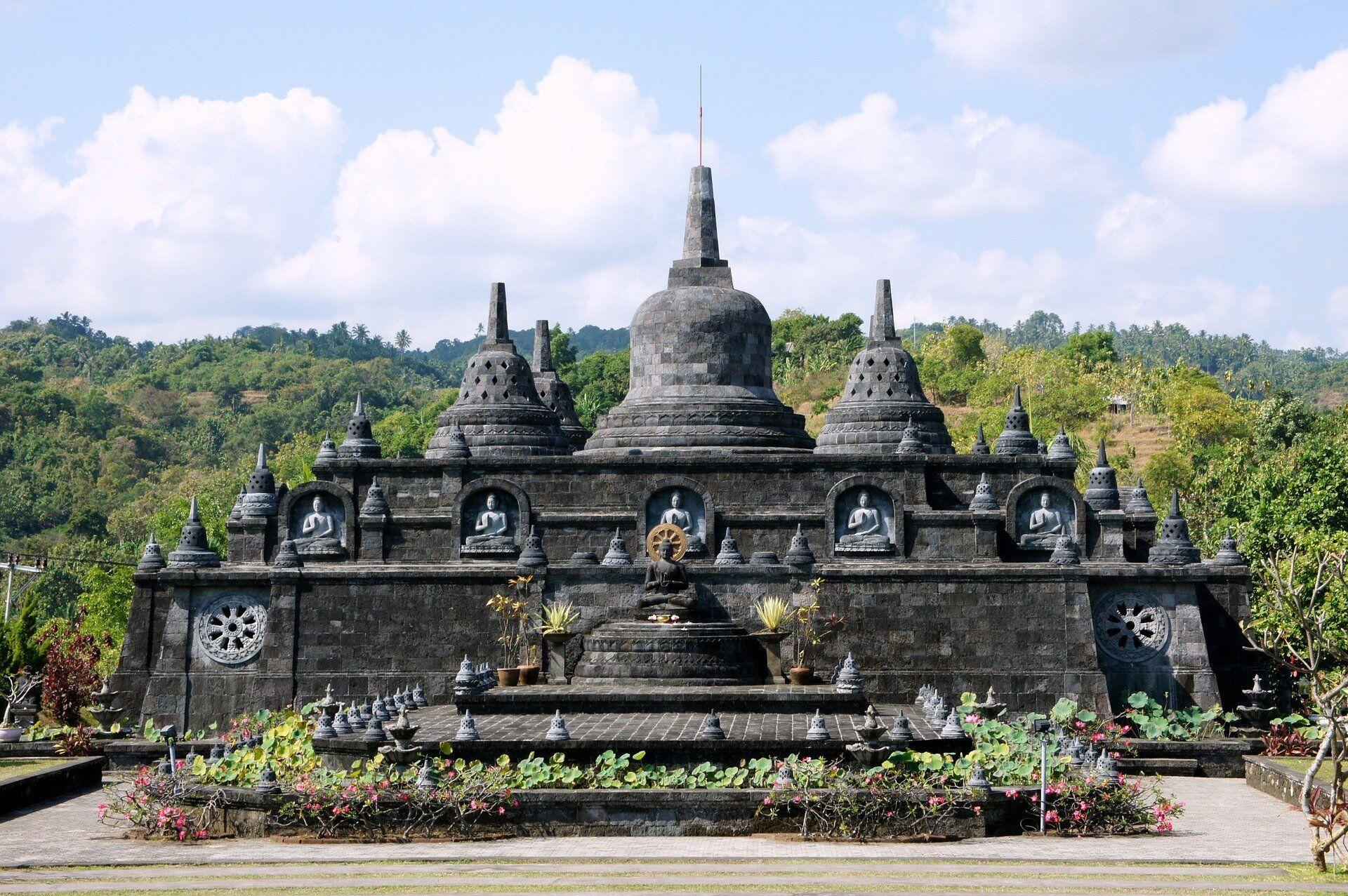 Храм на острові Балі.