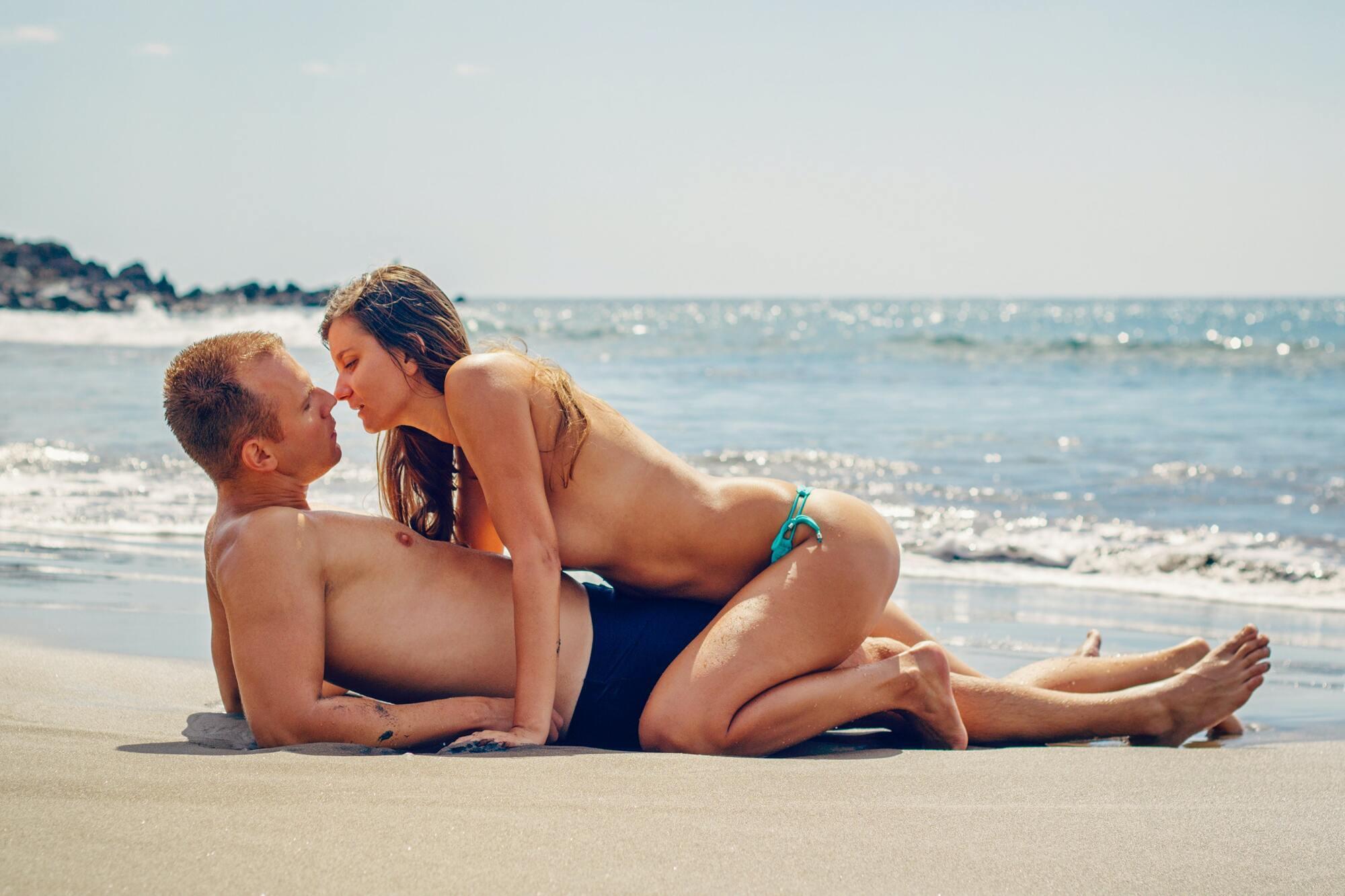 Секс позитивно впливає на здоров'я та емоційний стан і жінки