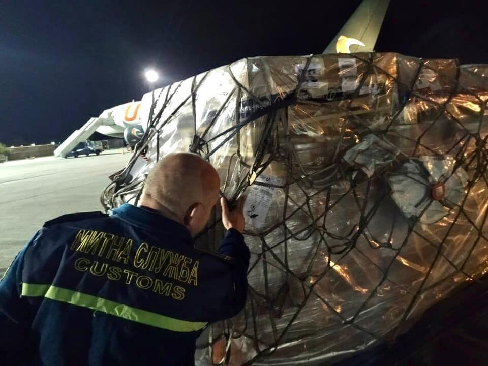 """iPhone 13 прибыли в аэропорт """"Борисполь""""."""