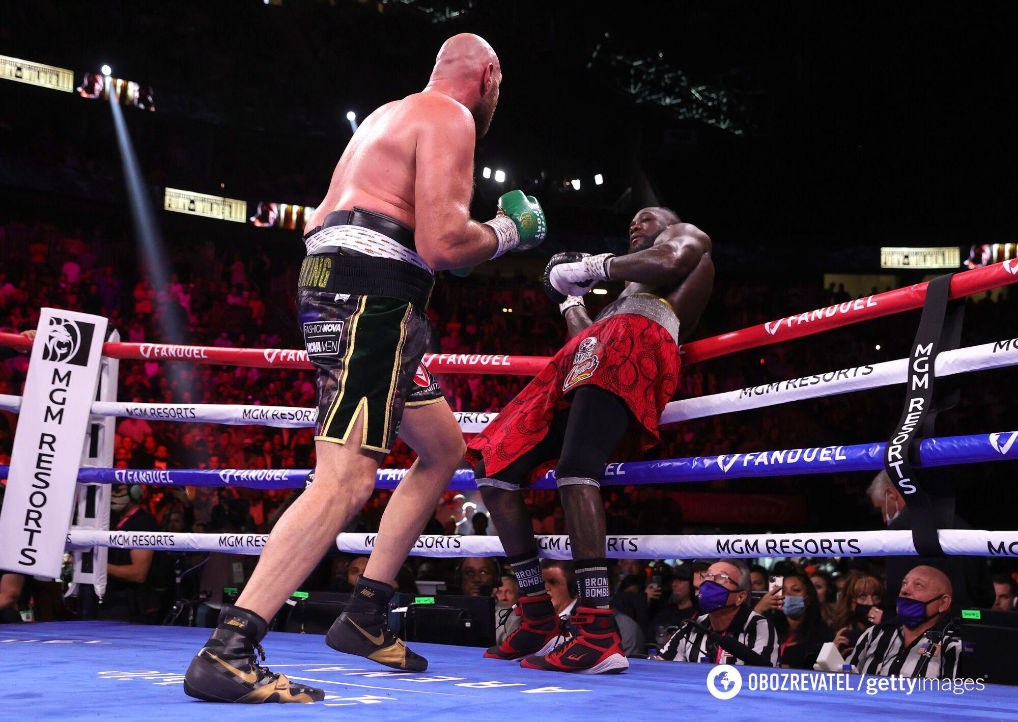 Американський боксер останні раунди доживав у рингу.
