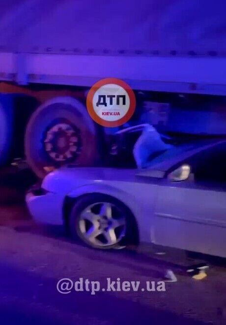 Opel врезался в грузовик