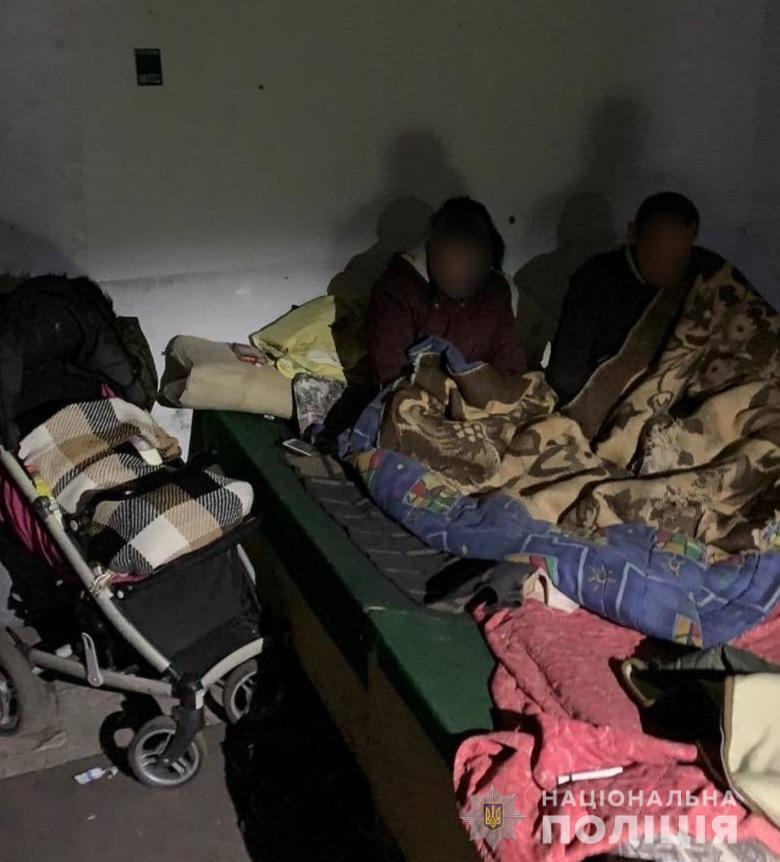 Мать с дочерью проживали в заброшенном помещении.