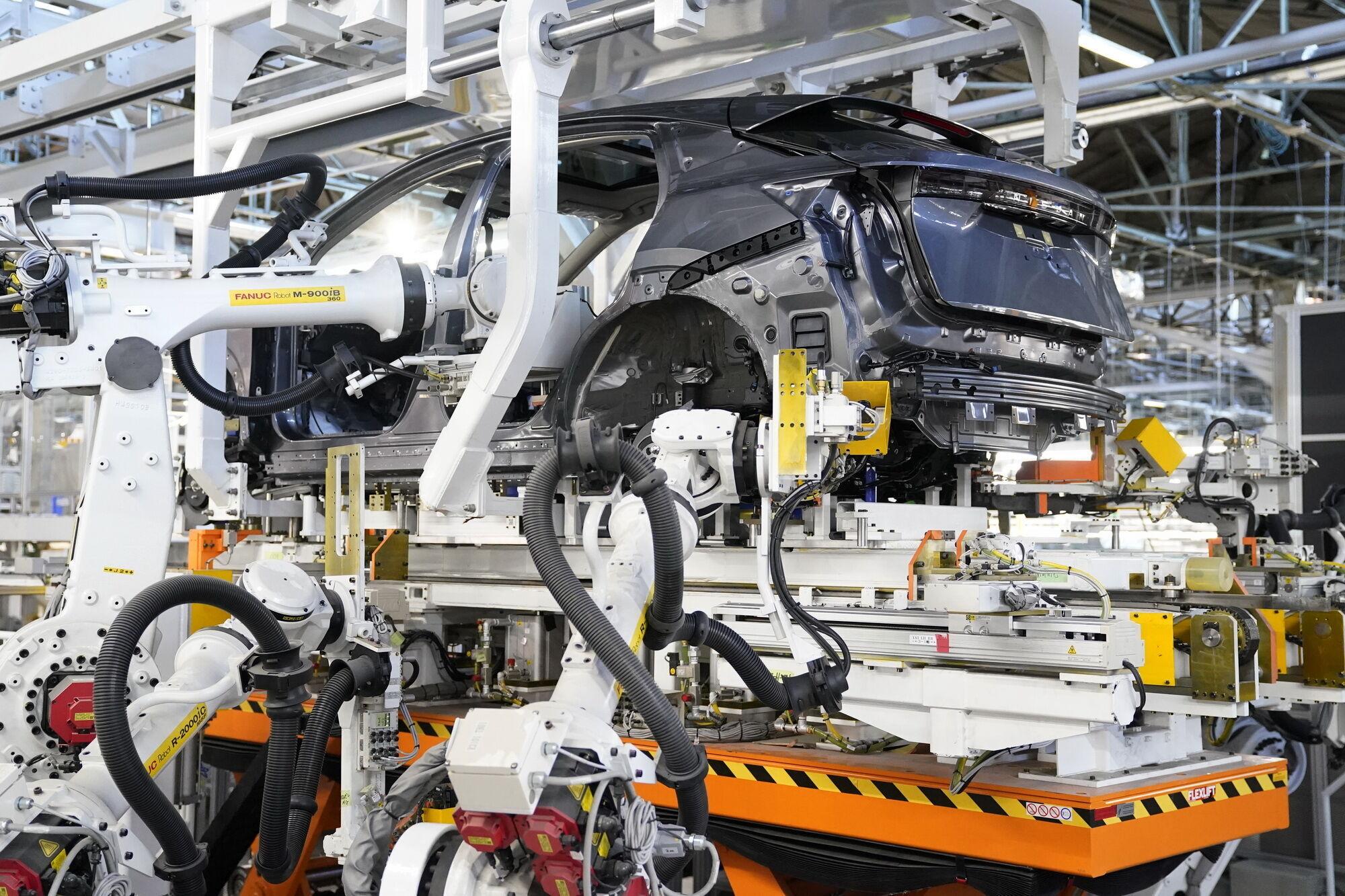 Компания Nissan продемонстрировала на своем заводе в Точиги новую производственную линию