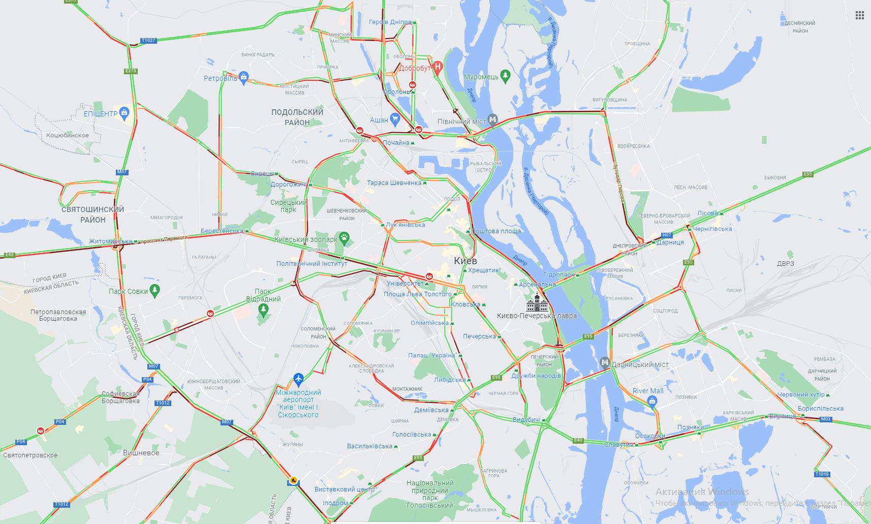 Многочисленные пробки парализовали движение на киевских дорогах.