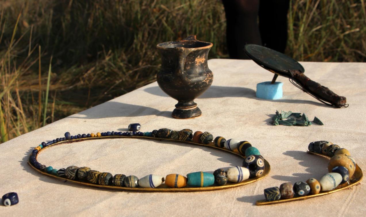 Найденные в девяностые годы на Хортице скифские артефакты.