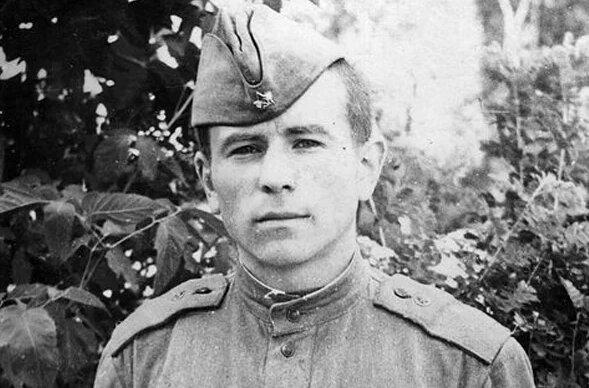 Михаил Поплавский в армии.
