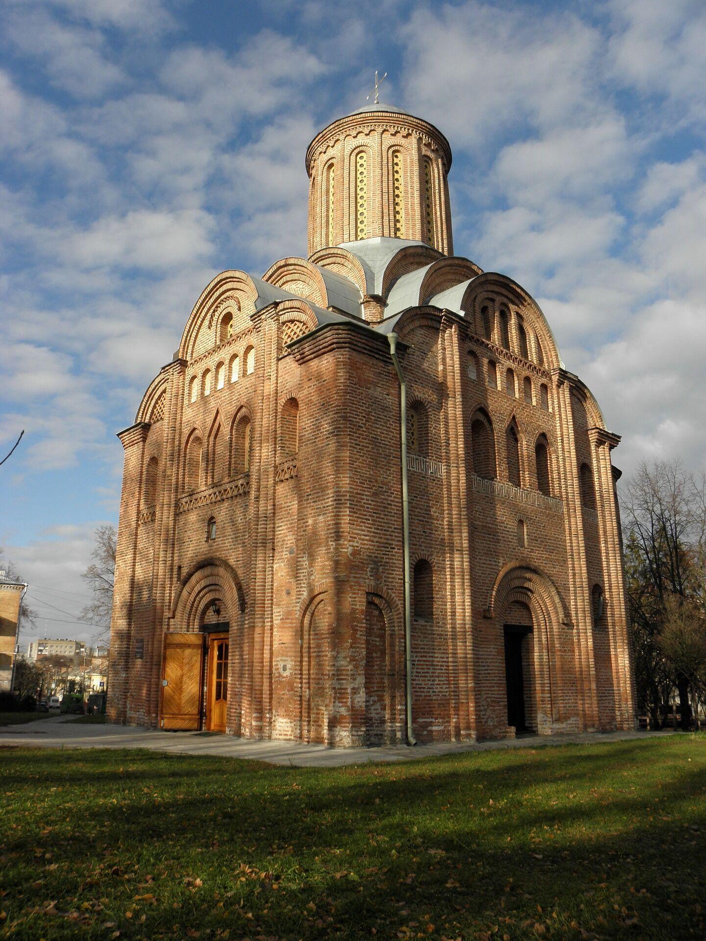 В Чернигове много старинных церквей.