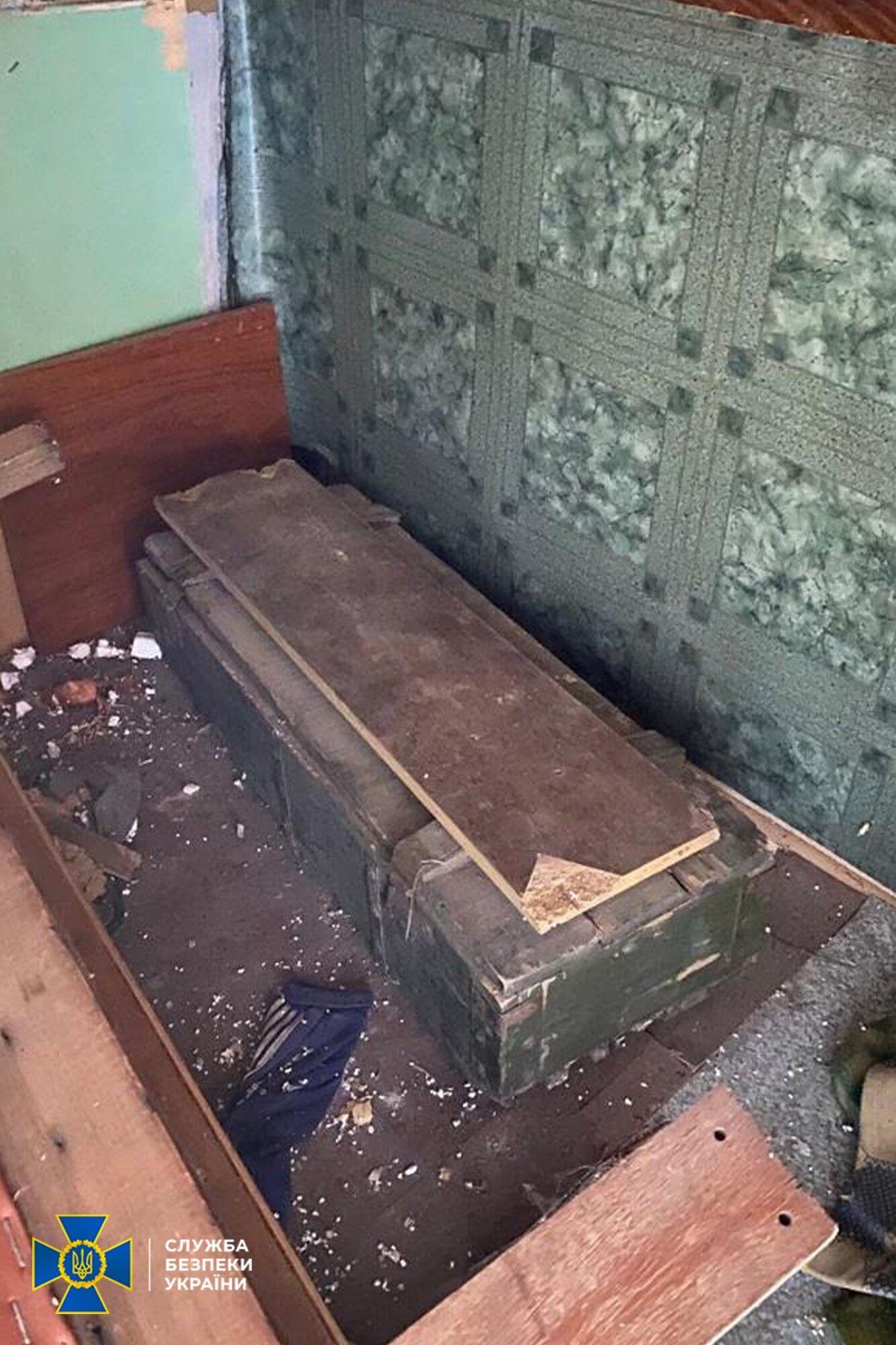Тайник был в заброшенном здании.
