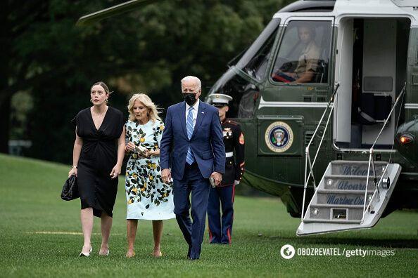 Джо и Джил Байден вместе с внучкой Наоми.