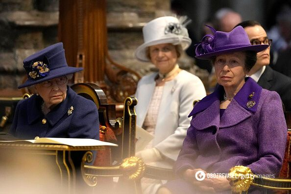 Королева Єлизавета II з принцесою Анною.