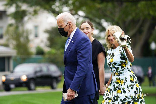 Джо и Джил Байден с внучкой Наоми после свадьбы.