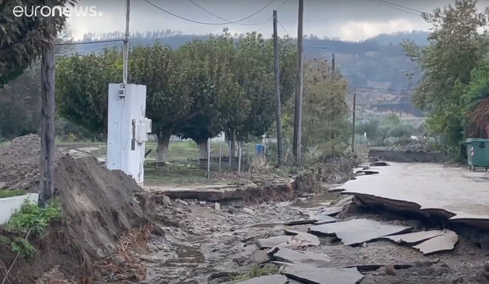 От наводнений пострадал остров Эвбея.