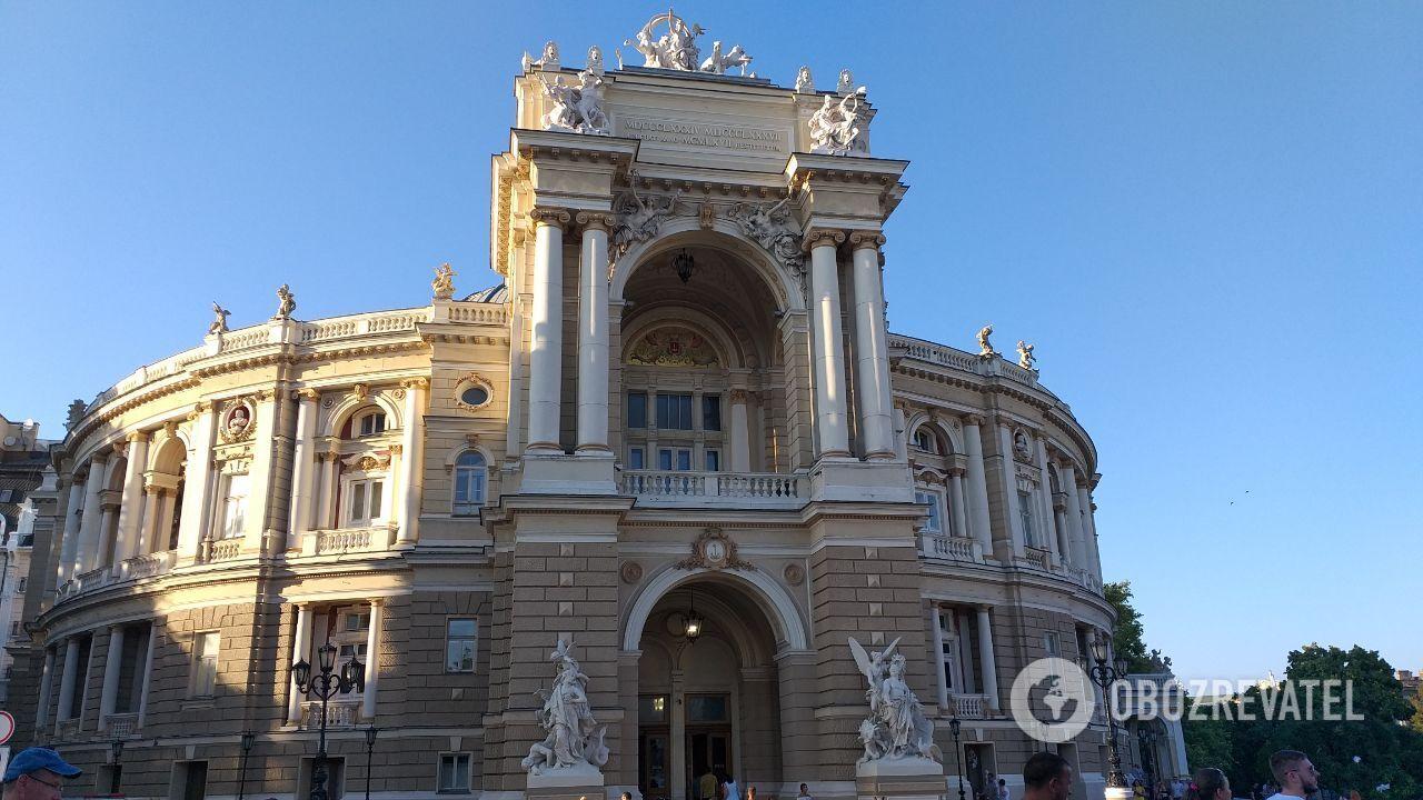 Одесская опера - это произведение архитектурного искусства.