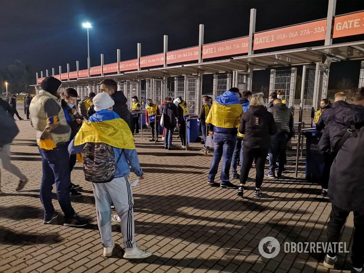 Фанаты сборной Украины перед матчем.