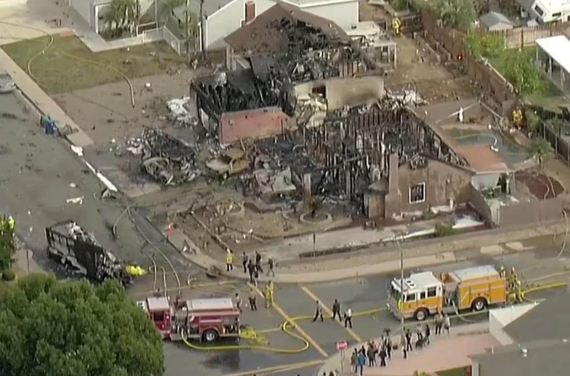 Літак впав у житловому районі.
