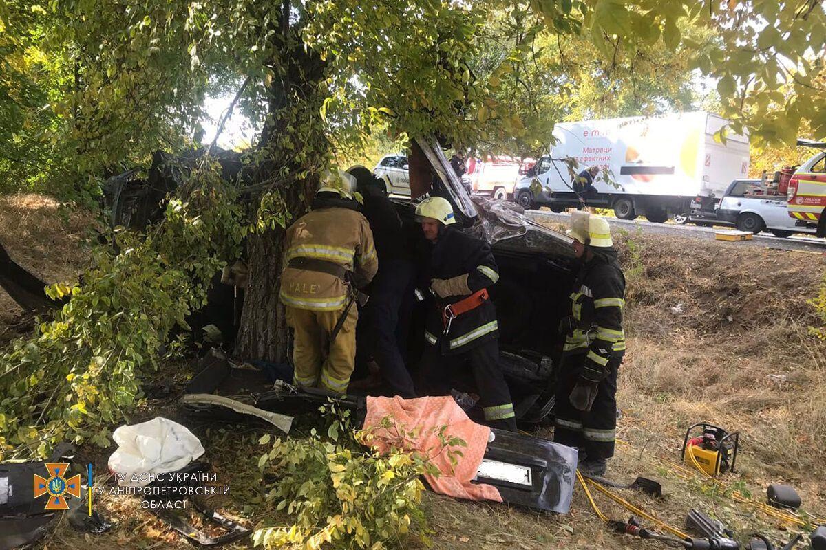 Спасатели деблокировали тело 39-летнего водителя без признаков жизни
