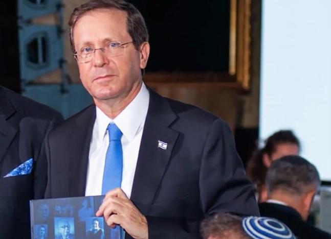 Книгу об украинцах-праведниках вручили президенту Израиля Ицхаку Герцогу