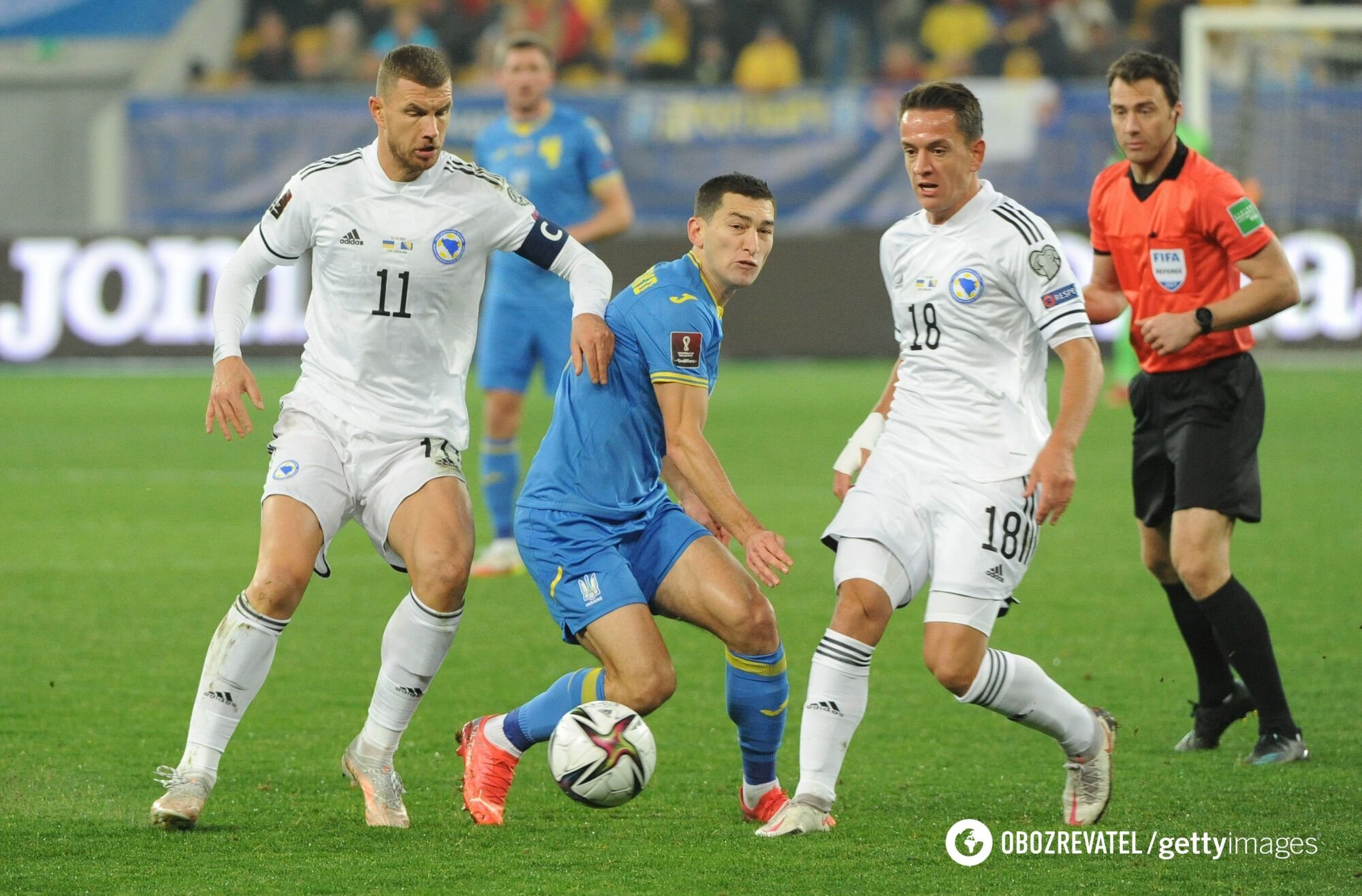 Эдин Джеко, Тарас Степаненко в матче Украина – Босния