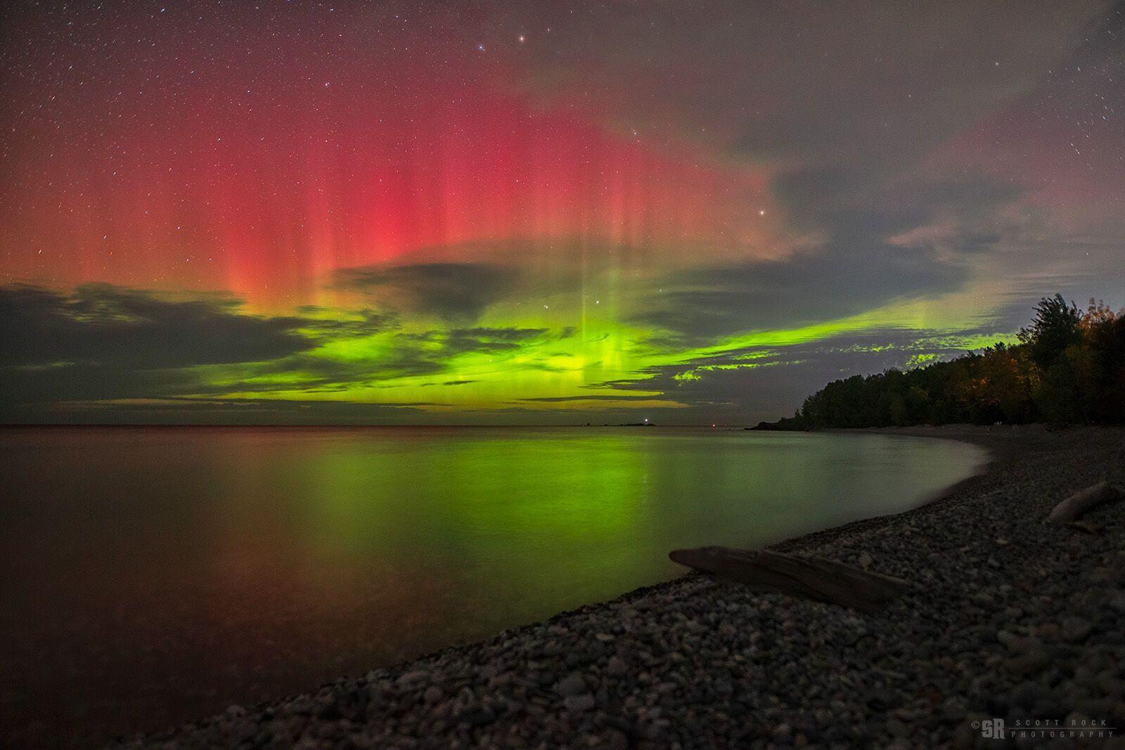 Северное сияние над озером Гурон