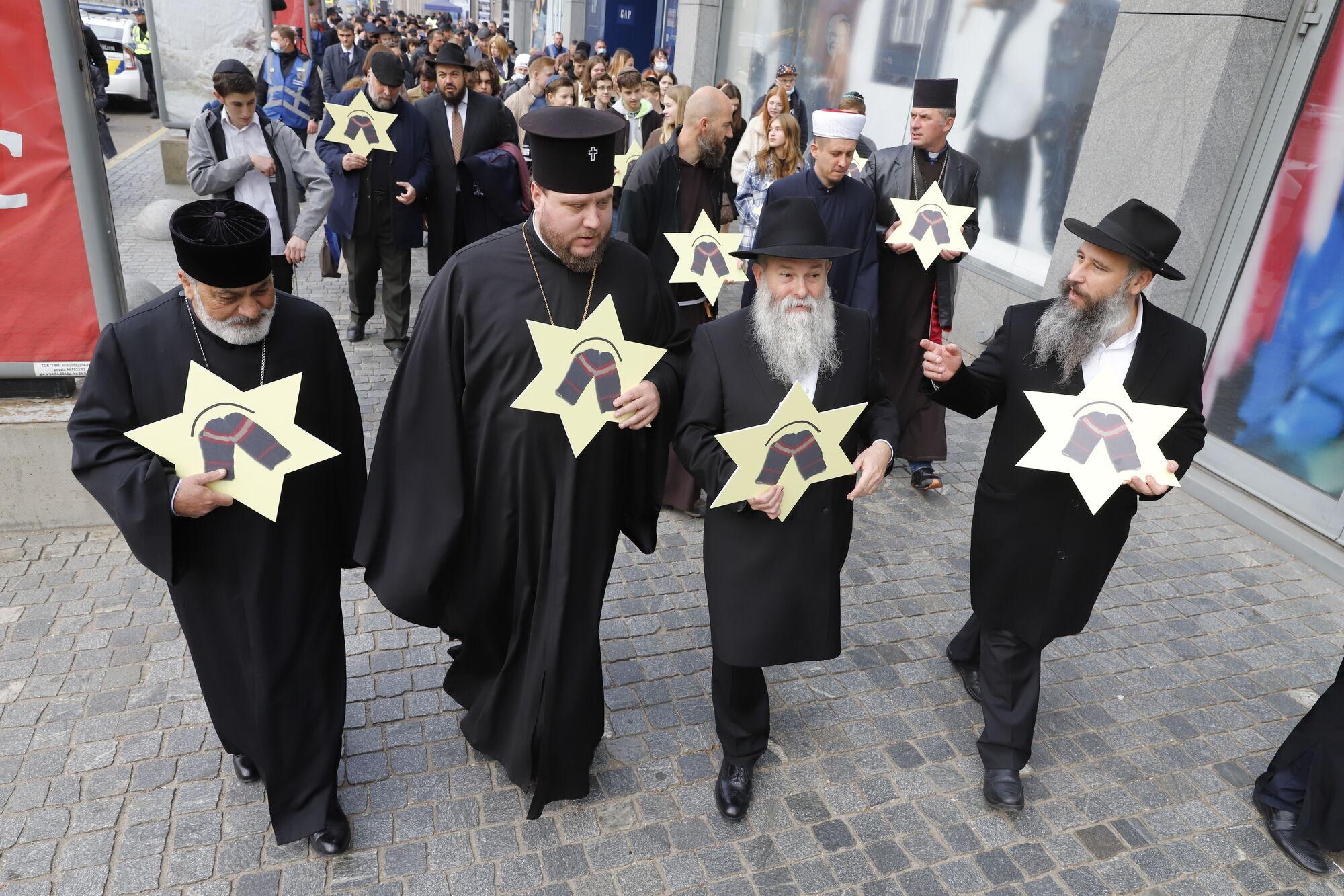 Большой траурный митинг состоялся у стелы жертвам Холокоста
