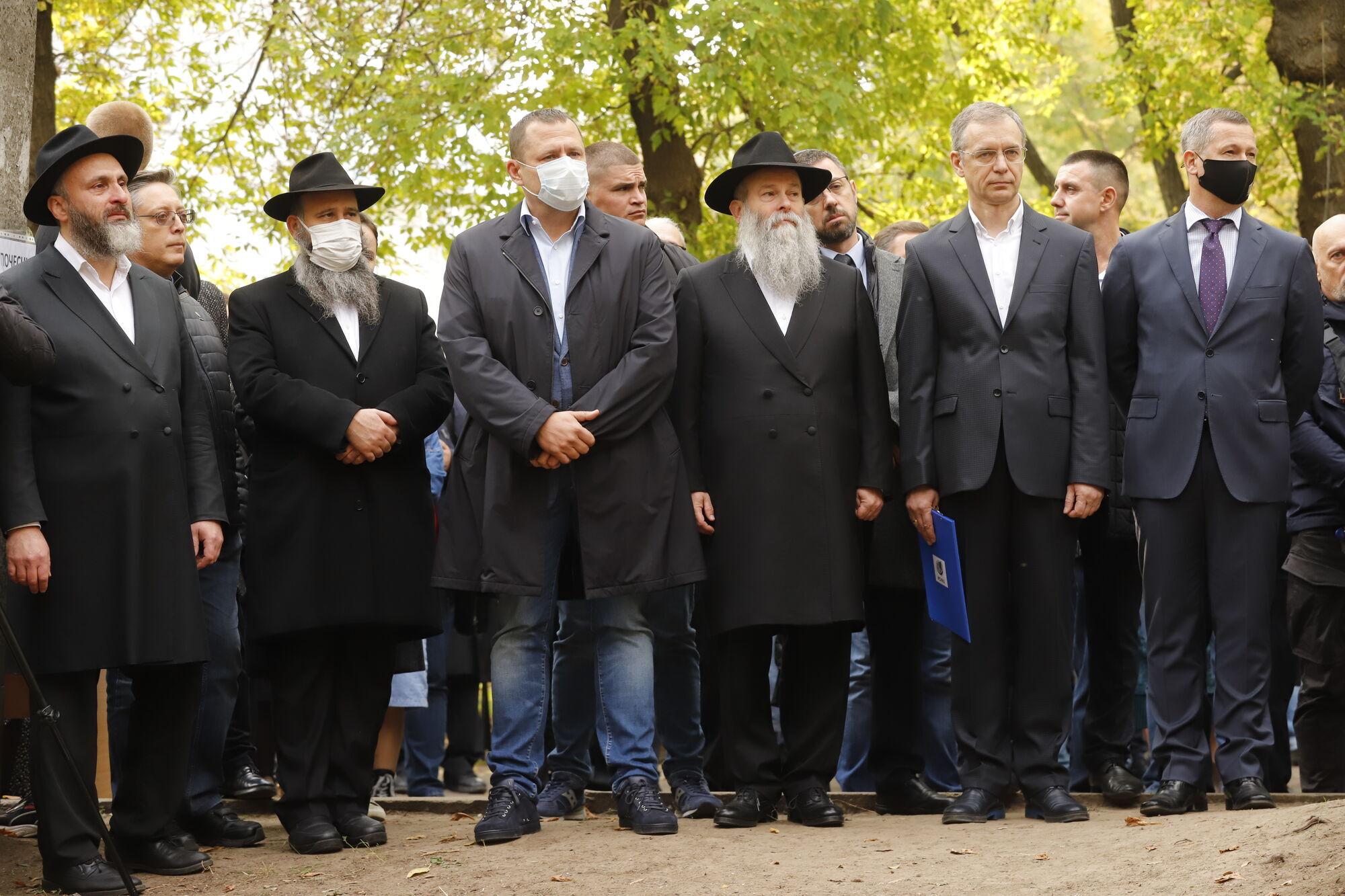 К мероприятию присоединились люди всех возрастов, а также лидеры многих религиозных конфессий.