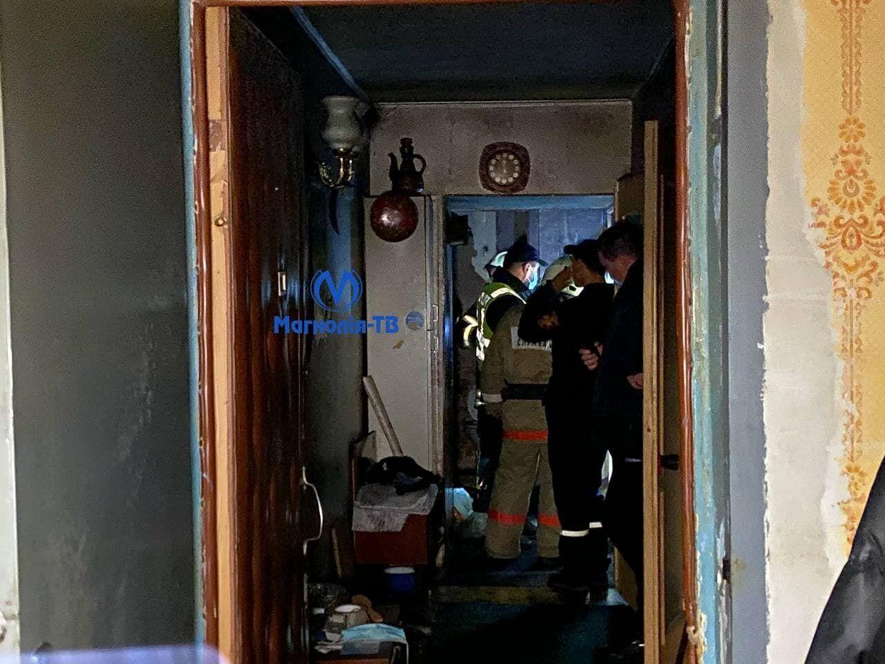 Во время тушения пожара спасатели обнаружили в квартире тело мужчины.