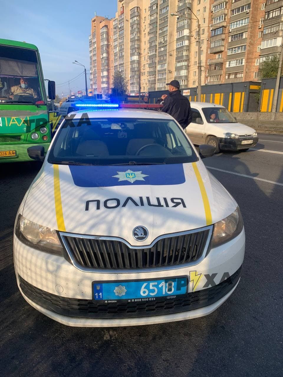 Патрульные пытались остановить автобус со стоячими пассажирами