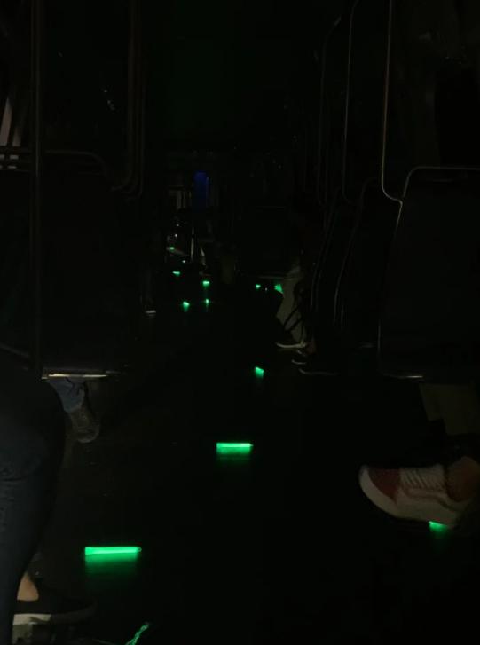 Люди больше часа сидели в темноте.