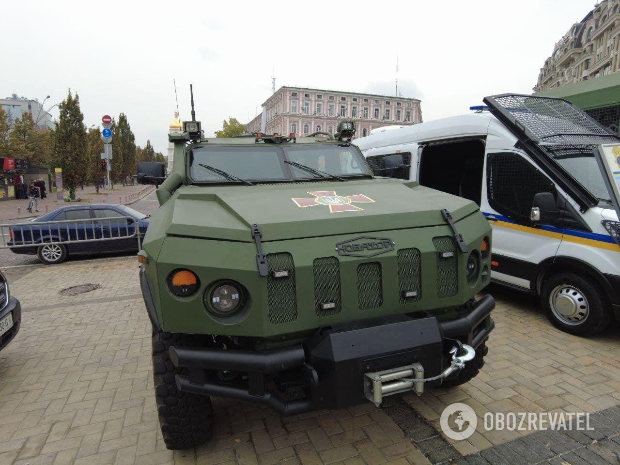 В Киеве представили военную технику.