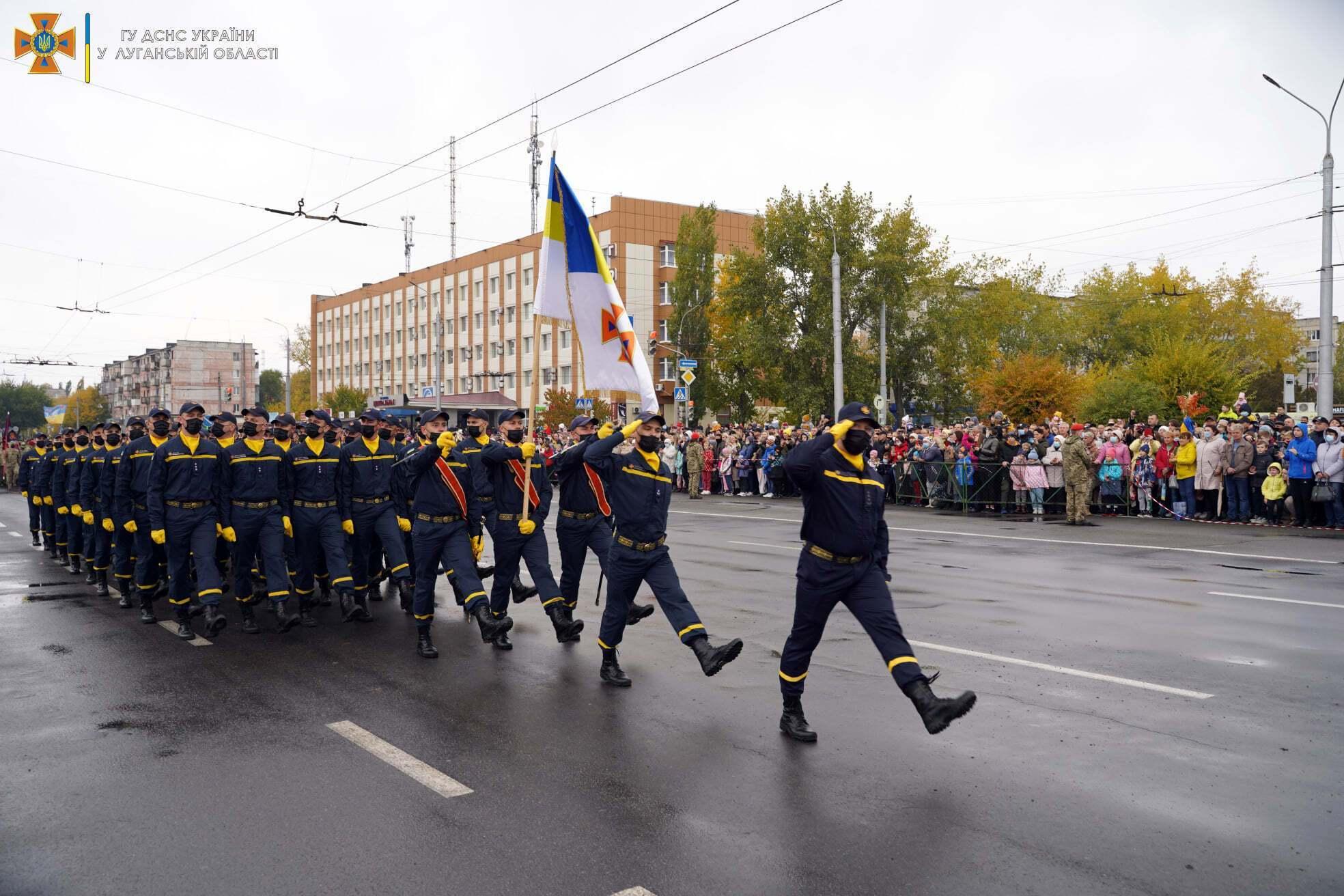 Спасатели ГосЧС приняли участие в параде