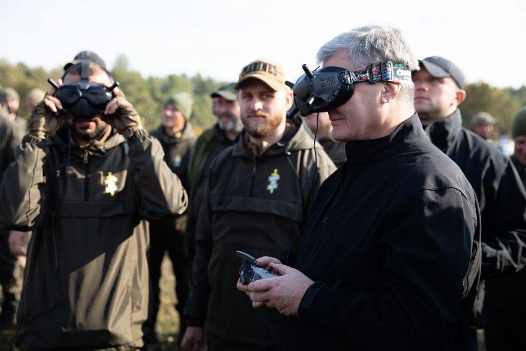 Петр Порошенко лично испытал в работе беспилотник военной аэроразведка