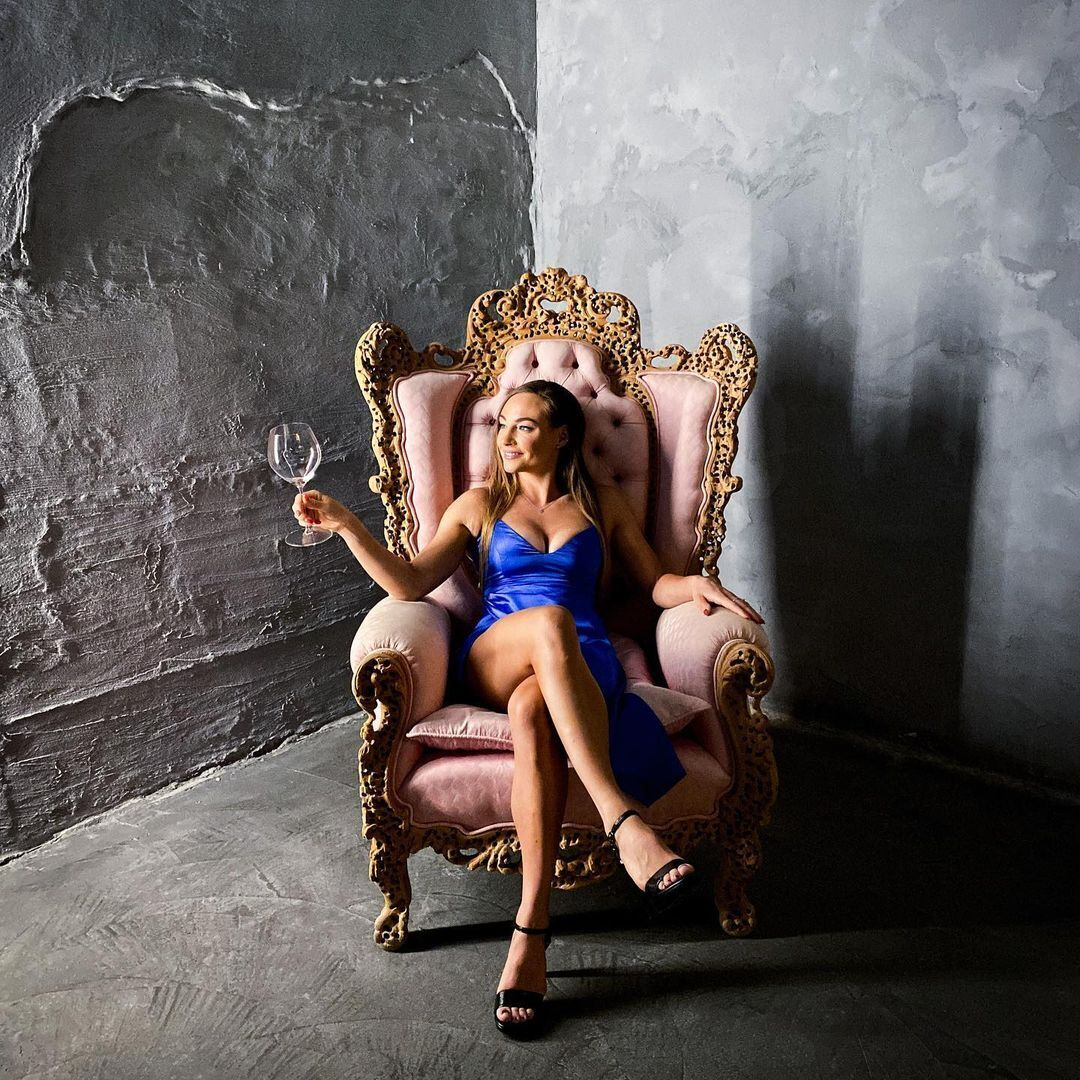 Доротея Вирер в кресле.