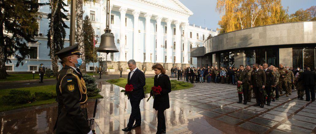 Семья Порошенко почтила память павших защитников Украины