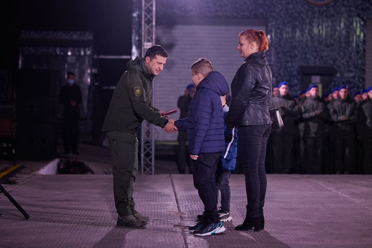 Президент зазначив, що захисники України – це не тільки військові