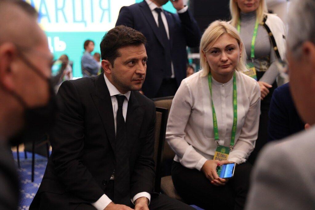 Зеленський прибув на з'їзд фракції.