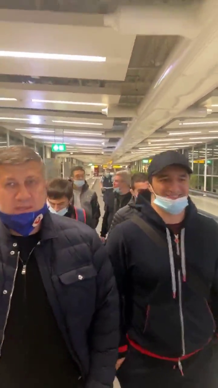 Сборную РФ сняли с самолета