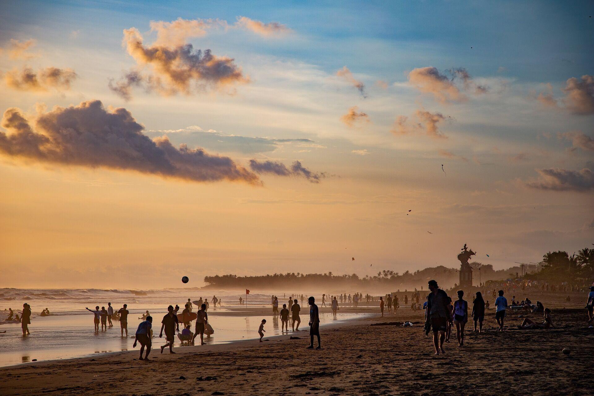 Пляжный отдых в Индонезии.