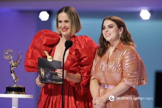 Сара Полсон и Бини Фельдштейн на 73 премии EMMY AWARDS.