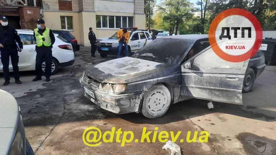 Самостоятельно потушить пожар водитель не смог.